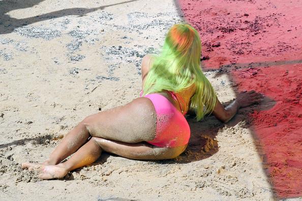 Nicki Minaj starships pics   nicki-minaj-starship-vdeo