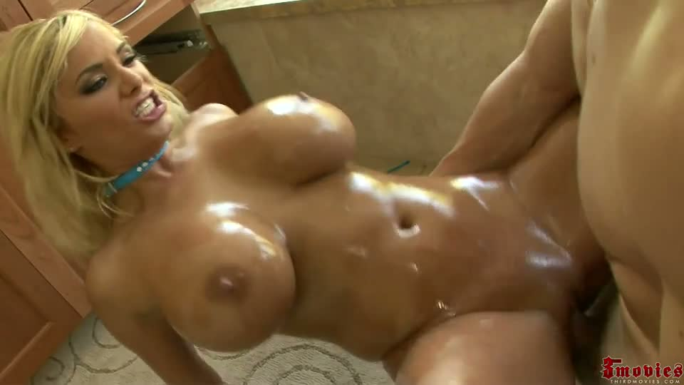 Hot blonde girls do porn